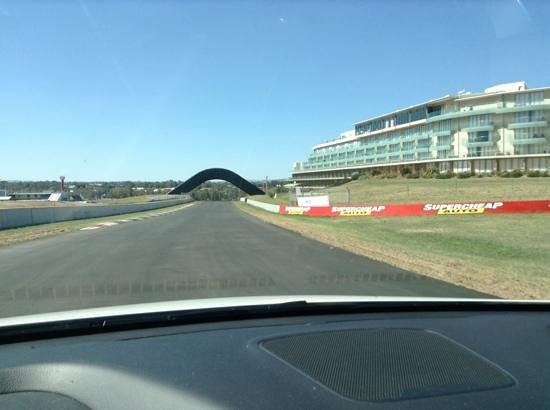 Mount Panorama Motor Racing Circuit: the straight