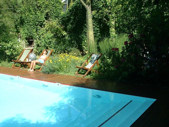 Home Hotel Buenos Aires: Pool and garden