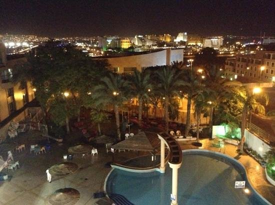 Holitel Siesta Eilat All Inclusive: ночной Эйлат. тоже с нашего балкончика