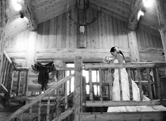 Bentwood Inn Jackson Hole : Bentwood Inn_Wedding_Bride on Stairway