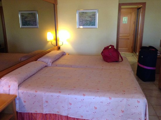 Fanabe Costa Sur Hotel: Beds