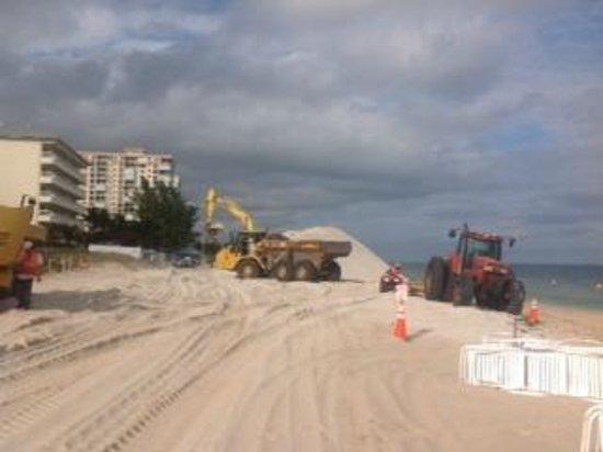 Beachcomber Resort and Villas: beach construction in front of Beachcomber