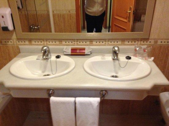 Fanabe Costa Sur Hotel: Bathroom