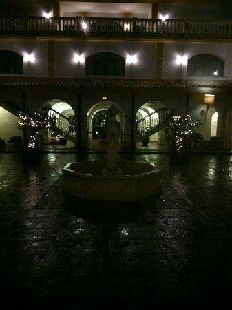 Hotel Cortijo Santa-Cruz: El claustro del hotel.