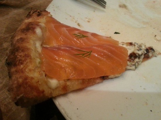 Pizza 4P's: Salmon sashimi pizza. It's sooo good!