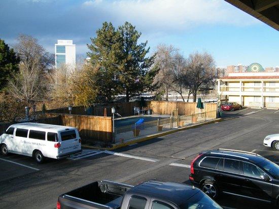 La Quinta Inn Denver Cherry Creek: pool view from room