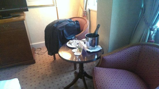 Royal Lancaster London: Our champers, truffles and stollen