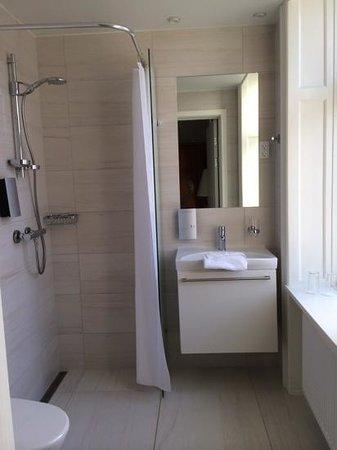 Best Western Hotel Hebron : Bathroom