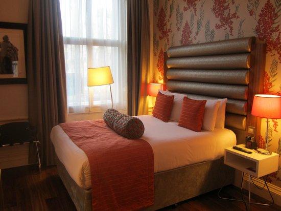 Hotel Indigo Edinburgh : Massive bed