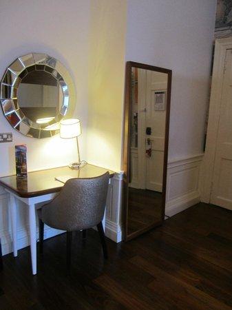 Hotel Indigo Edinburgh : Lovely dressing table