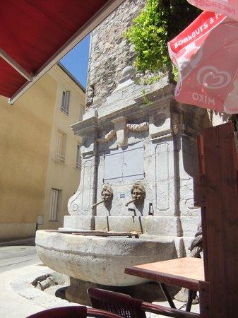 La Voulte-sur-Rhone, France: Le bar de la Fontaine a la Voulte sur Rhone