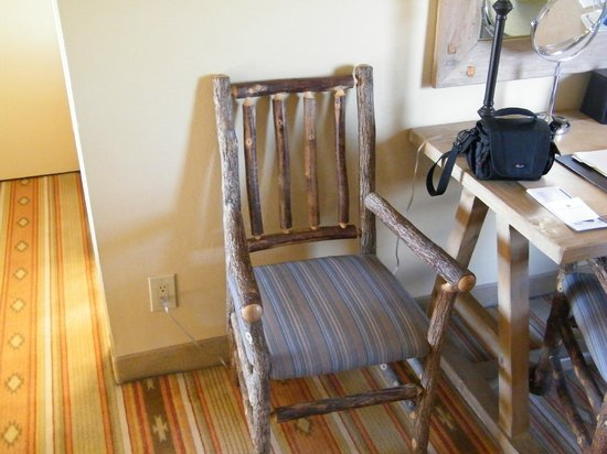 Hotel Albuquerque at Old Town: nice wooden chair in room