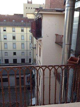 Hotel Dock Milano : vista da finestra