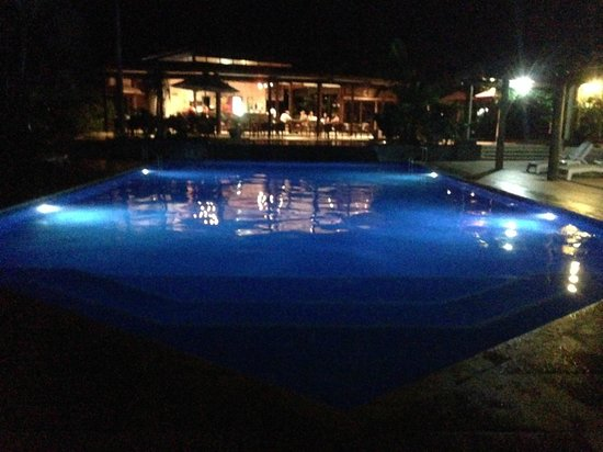 Tanoa Tusitala Hotel: Pool in the 34 deg cool of the evening.