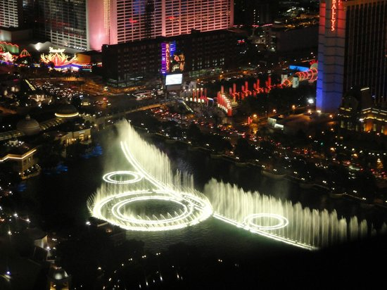 Vdara Hotel & Spa: Room View of Bellagio Fountain
