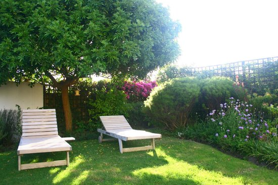 Anlin Beach House: Garden