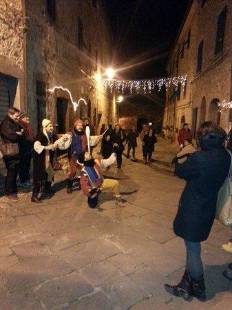 Suvereto, Italia: Simpatici Giocolieri