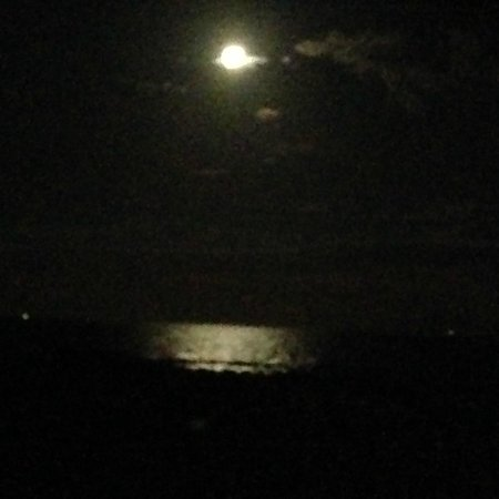 Cape Winds Resort: Full Moon the first night