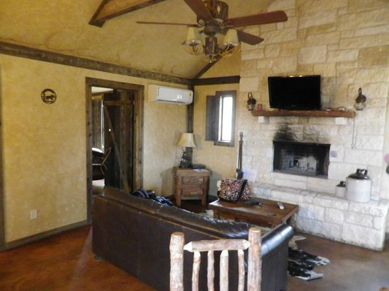 Country Inn & Cottages: Living Area