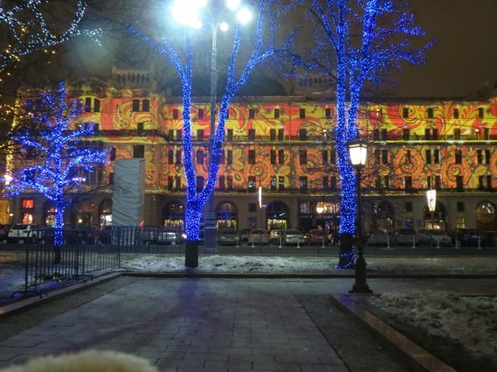 Hotel Metropol Moscow : Light show on the front of the hotel
