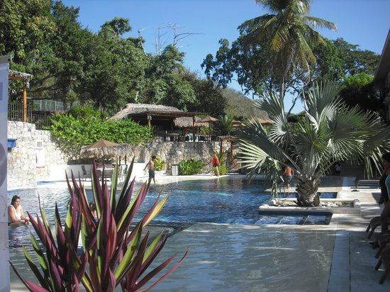 Binniguenda All Inclusive: A view on the pool and the very nice garden.