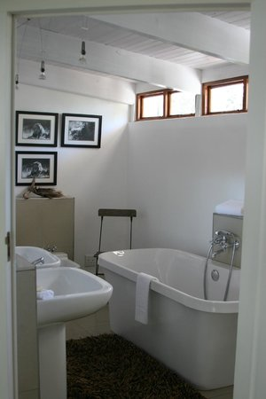 Villa Exner: Ensuite bathroom - lots of towels!