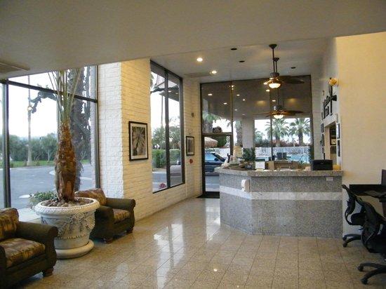 Best Western Date Tree Hotel: lobby