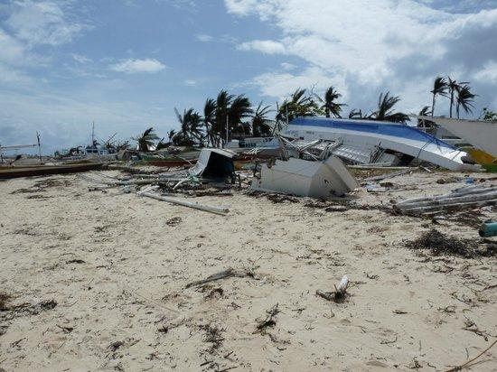 Malapascua Exotic Island Dive & Beach Resort: Strandabschnitt neben Hotel
