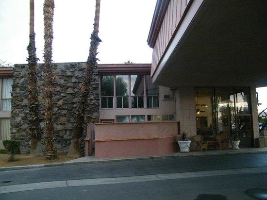 BEST WESTERN Date Tree Hotel: grounds