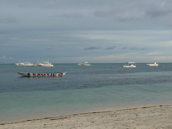 Malapascua Exotic Island Dive & Beach Resort: Tauchboote vom Hotel