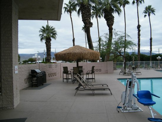 BEST WESTERN Date Tree Hotel: pool area