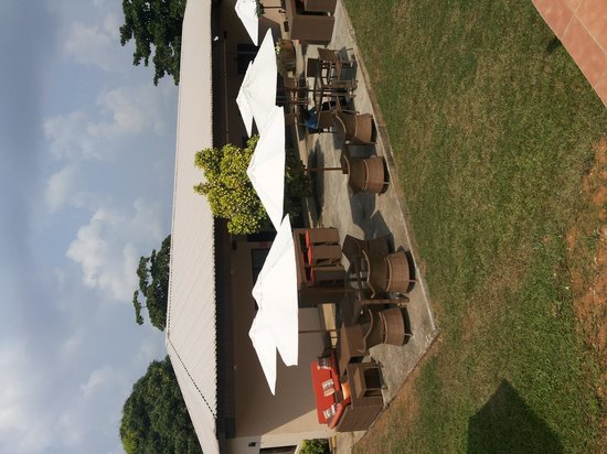 Epe Resort : Outdoor sitting area by the  restaurant