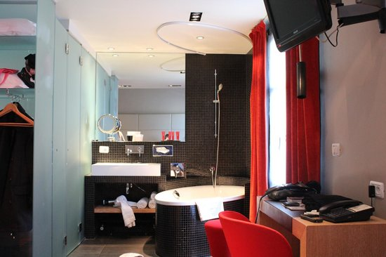 Golden Tulip Opera De Noailles : The bedrooms are small but immaculate and clean