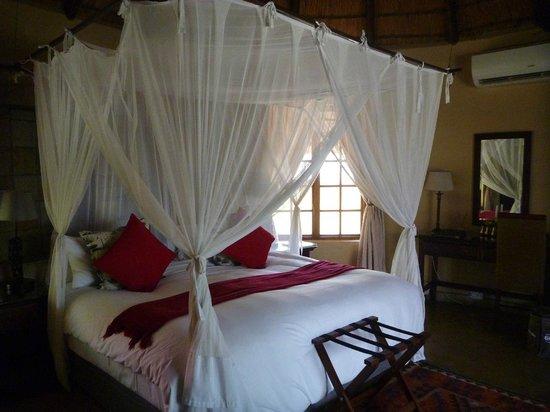Elephant Plains Game Lodge: Nach der Morgenpirsch war bereits das Zimmer gemacht. Tolles Timing auch beim Housekeeping.