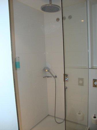 Marc Munchen: Bathroom