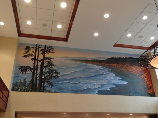Hampton Inn and Suites Arcata, CA: Gorgeous mural in the lobby of the coastline