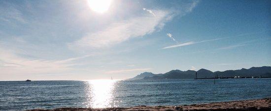 Plage du Festival: La vue depuis la plage un dimanche de décembre