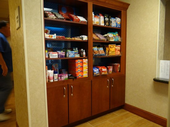 Hampton Inn and Suites Arcata, CA: Munchies, snacks, frozen goods, beverages and ADVIL at your fingertips.
