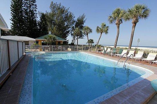 Suncoast Motel: Suncoast Villa grounds