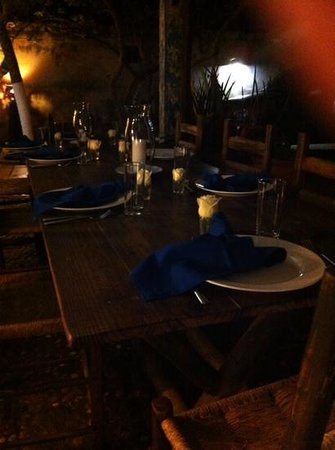 Posada Kanosta: lista la mesa para cenar