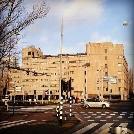 Hotel Golden Tulip Amsterdam West : From tram line 12 stop (Haarlemmerweg)