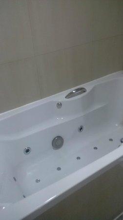 Baiyoke Sky Hotel: Jacuzzi tub