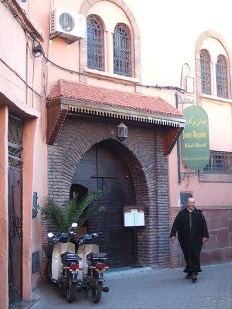 Jnane Mogador : The main entrance just off Riad Zitoun Kedim