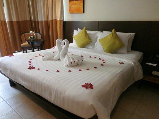 Panwa Boutique Beach Resort: Décoration du lit à l'arrivée