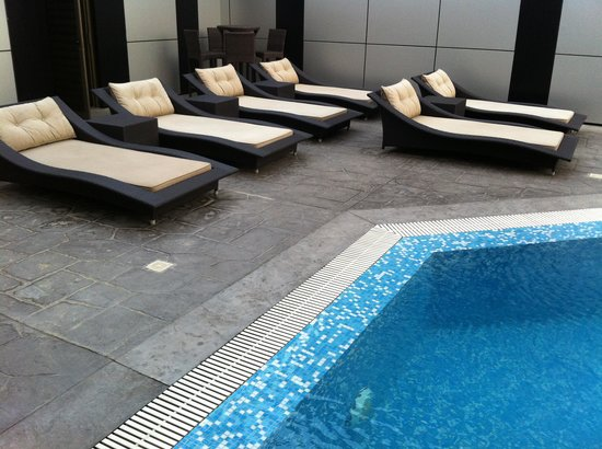 The Avenue Suites: Swimming pool