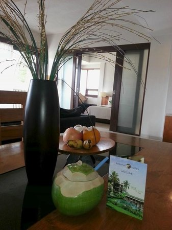 Kokonut Suites: Welcome drink & complimentary fruit.