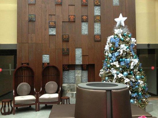 AMOY by Far East Hospitality: lobby area