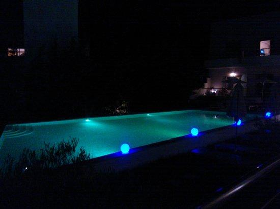 Libyan Princess: Piscina di notte
