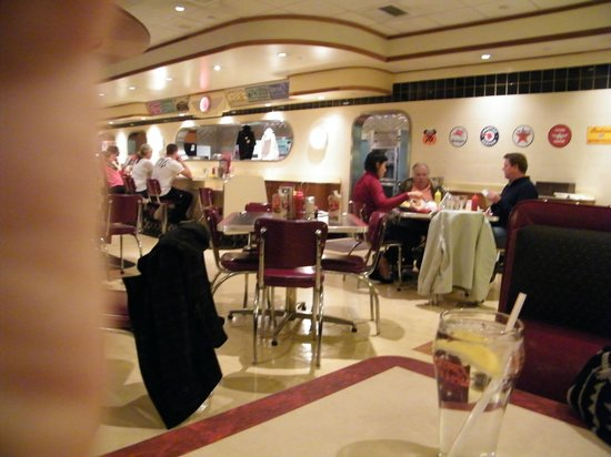 Ruby's Diner : interior
