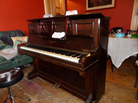 The Stirling Highland Hotel: Piano that should have been in the Library bar
